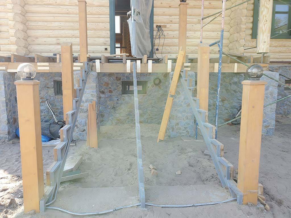 Лебедевка: реставрация фасада и террас, изготовление и монтаж наличников (фото 10)