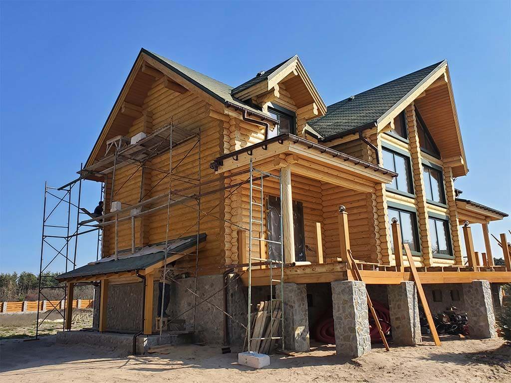 Лебедевка: реставрация фасада и террас, изготовление и монтаж наличников (фото 11)