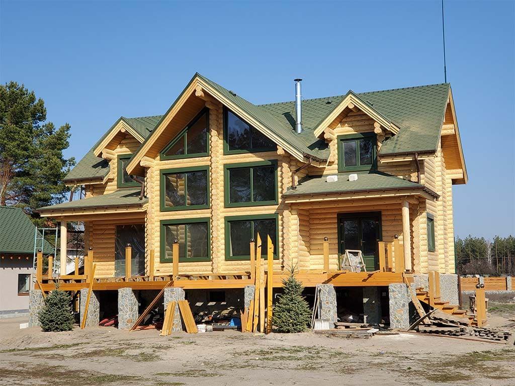 Лебедевка: реставрация фасада и террас, изготовление и монтаж наличников (фото 13)