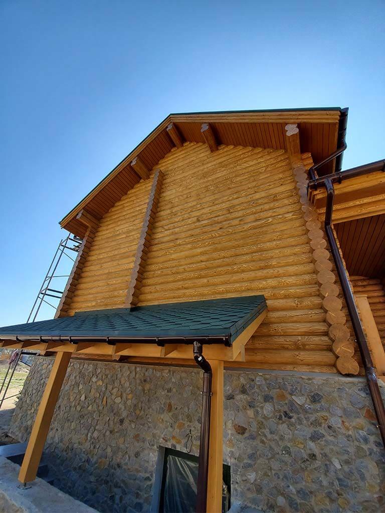 Лебедевка: реставрация фасада и террас, изготовление и монтаж наличников (фото 17)
