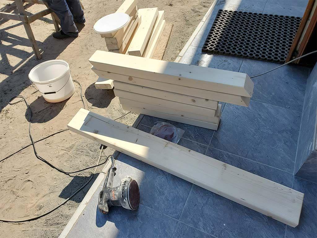 Лебедевка: реставрация фасада и террас, изготовление и монтаж наличников (фото 19)