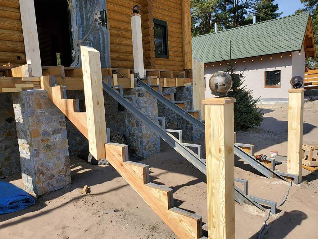Лебедевка: реставрация фасада и террас, изготовление и монтаж наличников (фото 24)