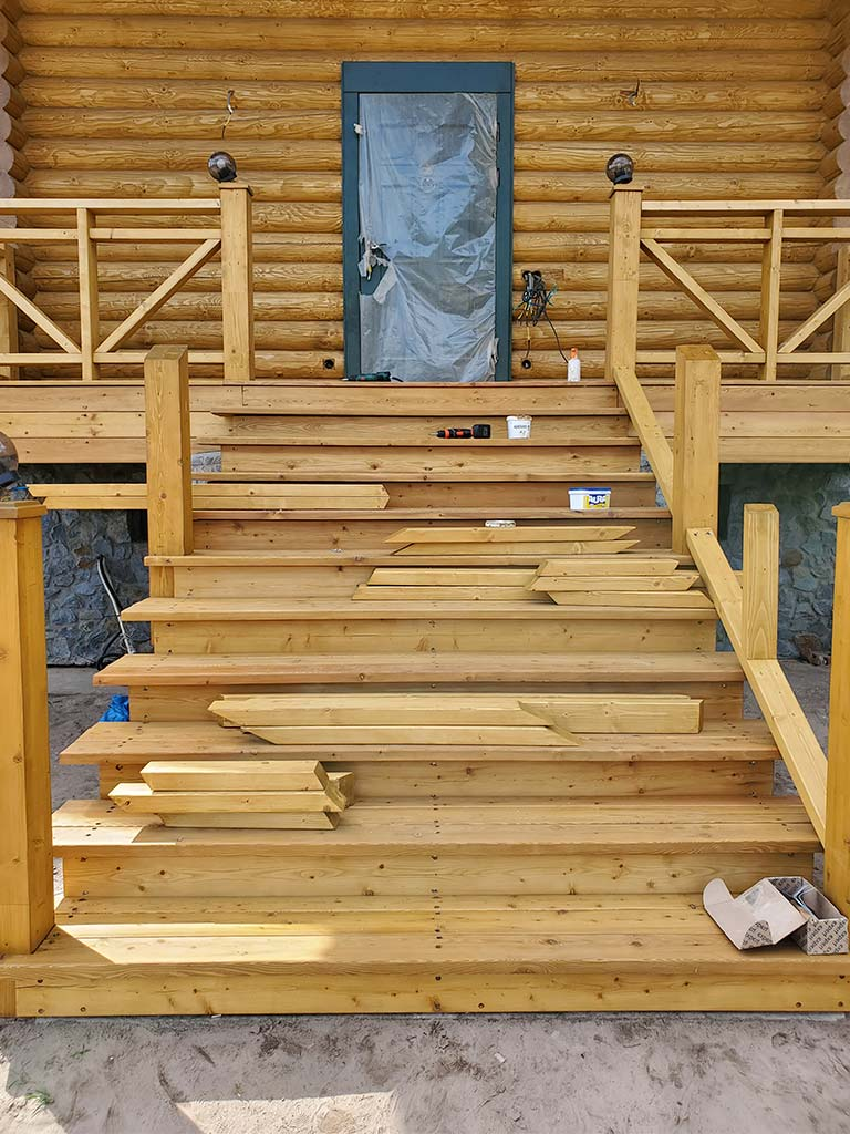 Лебедевка: реставрация фасада и террас, изготовление и монтаж наличников (фото 26)