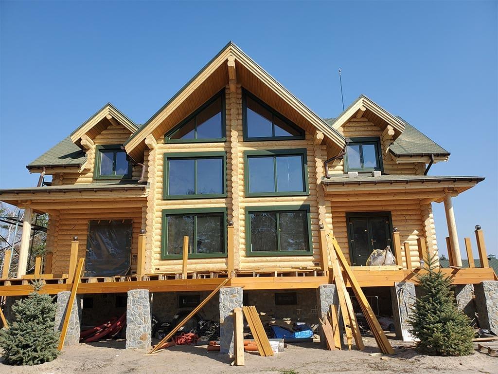 Лебедевка: реставрация фасада и террас, изготовление и монтаж наличников (фото 7)