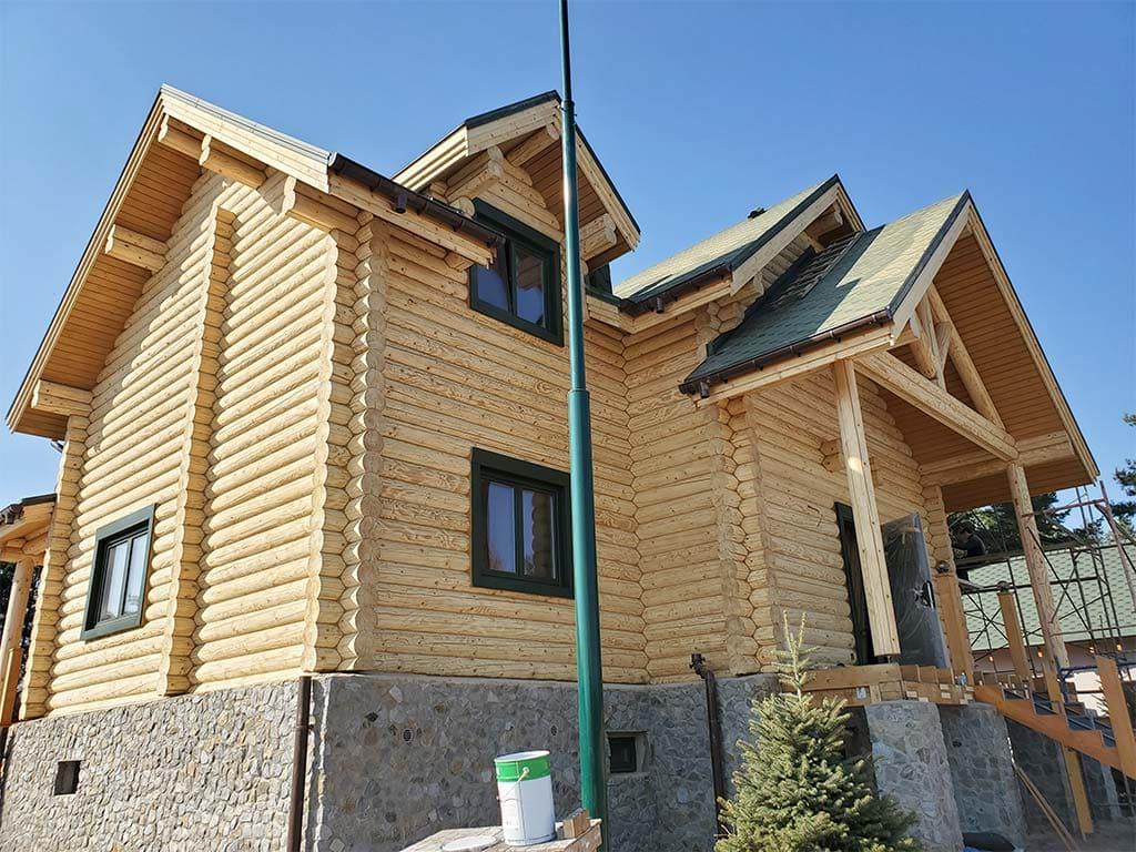 Лебедевка: реставрация фасада и террас, изготовление и монтаж наличников (фото 9)